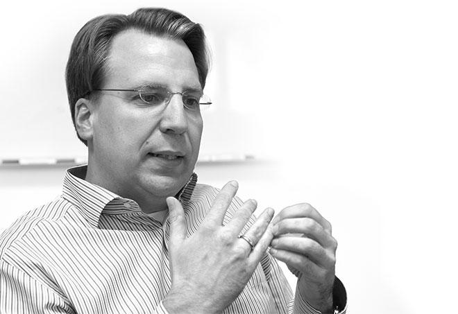 Prof. Dr. Christopher Rentrop ist an der HTWG Konstanz als Direktor des kips tätig. Seine Forschungsschwerpunkte sind strategisches IT-Management, IT-Governance sowie Schatten-IT. Vor seiner Tätigkeit an der HTWG war er in verschiedenen Funktionen im Controlling tätig. Professor Rentrop hat Wirtschaftswissenschaft an der Universität Duisburg-Essen studiert.