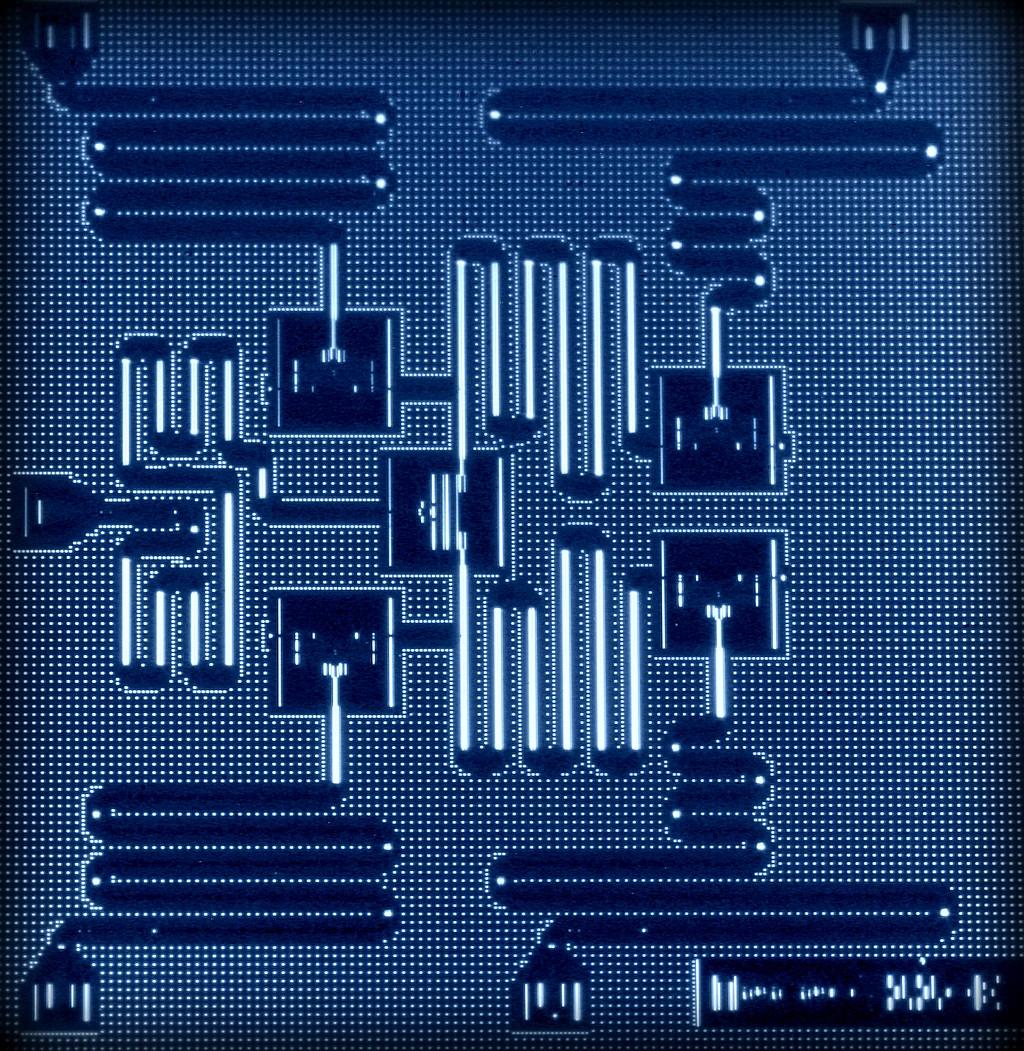 foto ibm-five-qubit-processor_26093923343_o