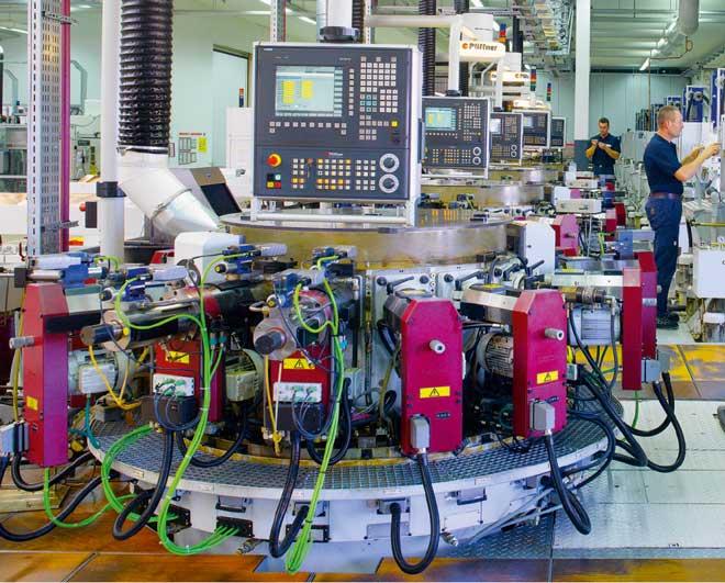 Hydromat-Rundtaktmaschinen von Pfeiffer zur Fertigung von rotationssymmetrischen Werkstücken mit bis zu einem Spanndurchmesser von 45 mm und einer Gesamtlänge von 150 mm. Die Teile werden rund um die Uhr in Großserien für die Automobilindustrie (etwa für Bremssysteme) gefertigt.