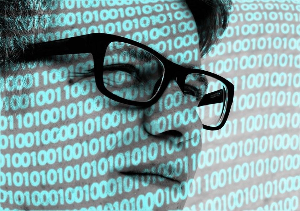 foto cc0 pixabay geralt admin 01 mann brille