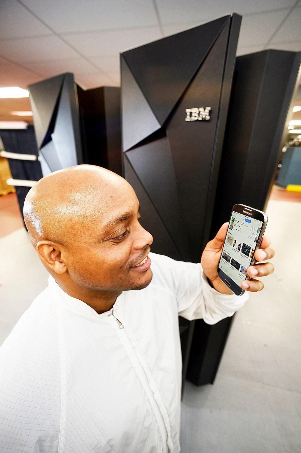 foto (c) ibmz13 mainframe transactions mobile economy
