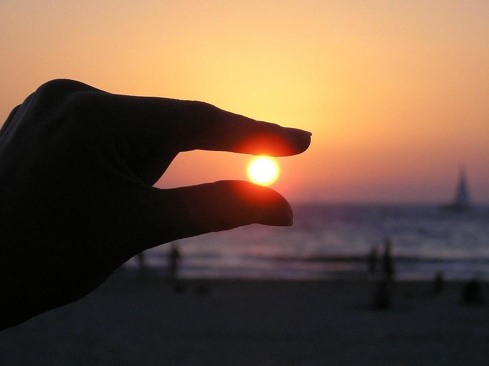 foto cc0 pixabay skeeze sonne urlaub hand