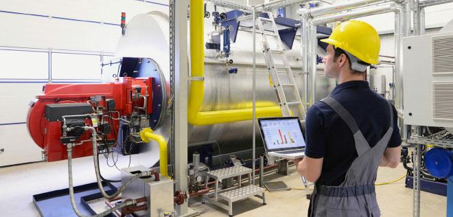Predictive Maintenance führt die Daten aus den einzelnen Prozessschritten der Produktion zusammen. In einer ganzheitlichen Sicht lassen sich Abhängigkeiten sowie ausfallrelevante Muster erkennen und zukünftige Ausfälle prognostizieren.
