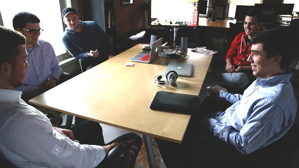 foto cc0 pixabay startupstockphotos gruppe meeting
