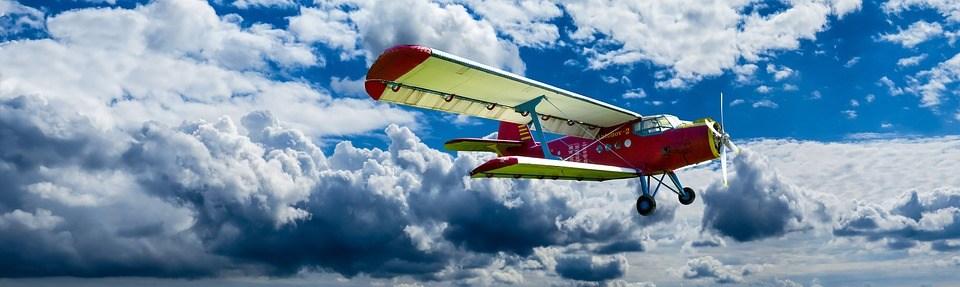 foto cc0 pixabay gellinger wolken flugzeug zweidecker