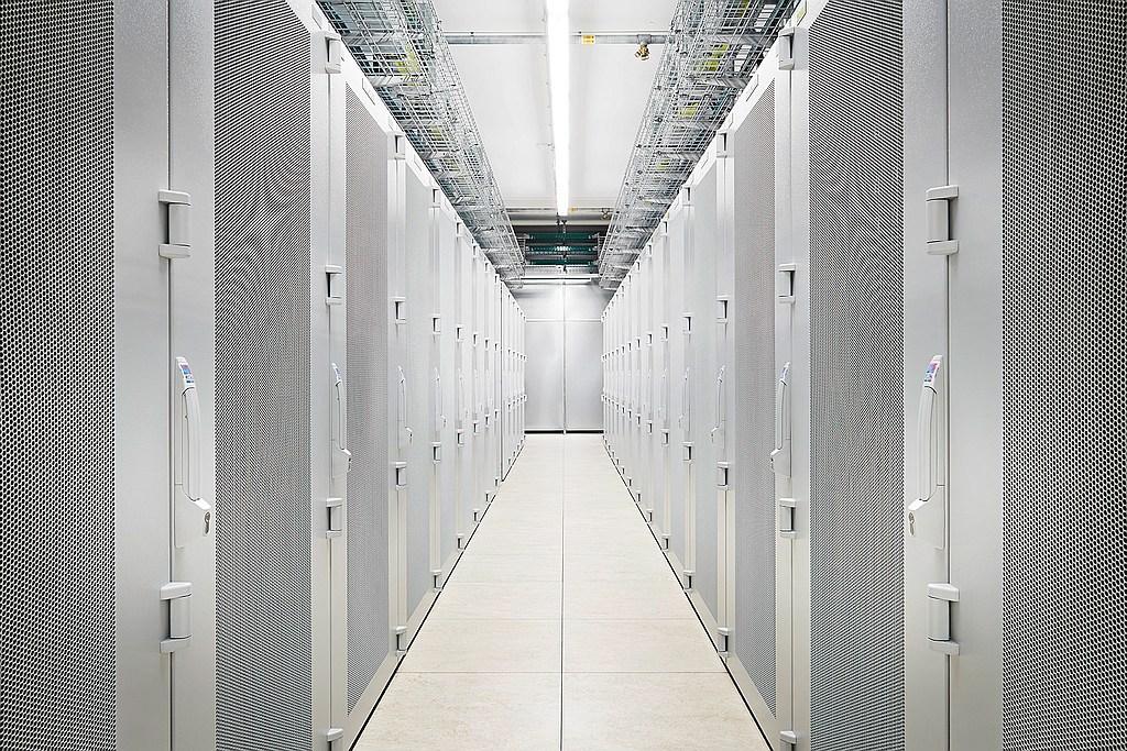 foto-rittal-rechenzentrum-infrastruktur-fri132014100
