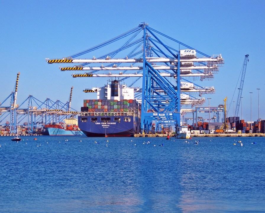 foto-cc0-pixabay-1588877-container-schiff-terminal