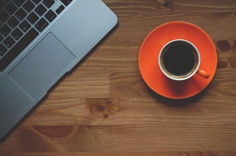 foto-cc0-pixabay-freephotocc-arbeitsplatz-kaffee