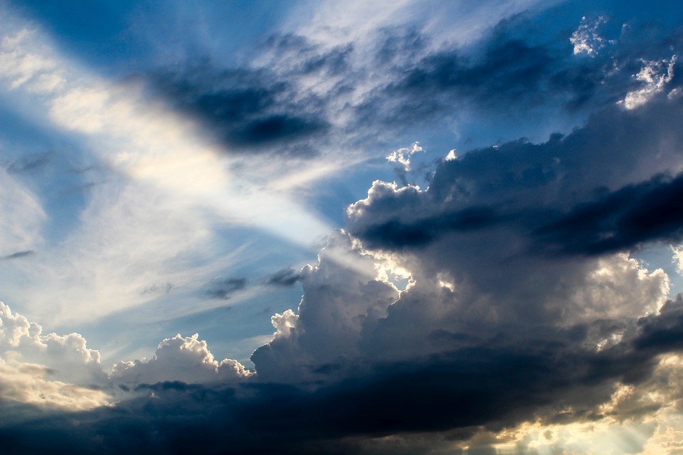 foto-cc0-pixabay-lillaby-wolken-strahl