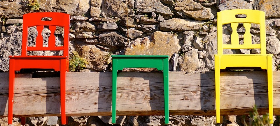 foto cc0 pixabay suju stühle holz farben