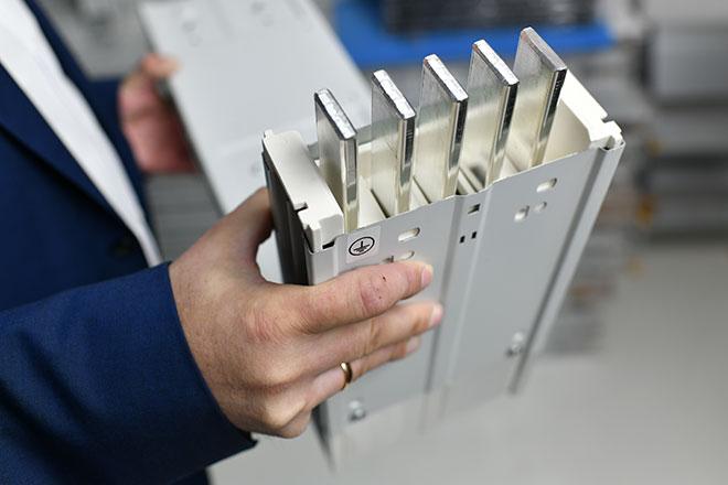 Nicht brennbare Stromschienensysteme aus Metall.