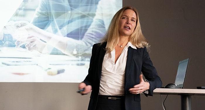 Saskia Burns, Direktorin der Business Unit »Digital Business Consulting« verantwortet in der Cosmo Consult Gruppe weltweit die strategische Digitalisierungsberatung.